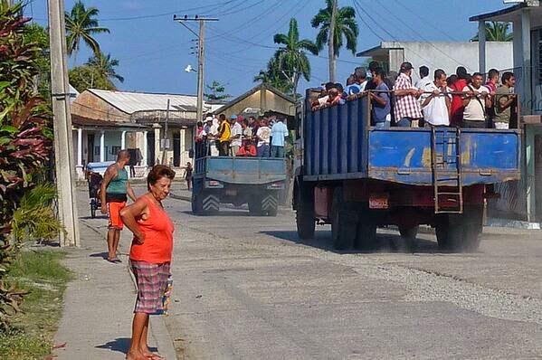 É assim que trabalhadores são transportados pelo estado